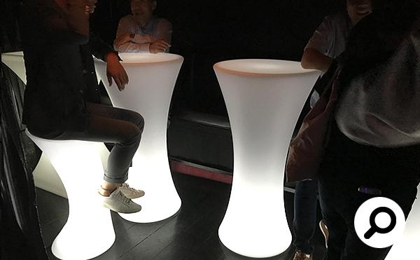光るLED内蔵家具クラシオンの設置状況。福岡県福岡市 BAR & DINING MITSUBACHI様