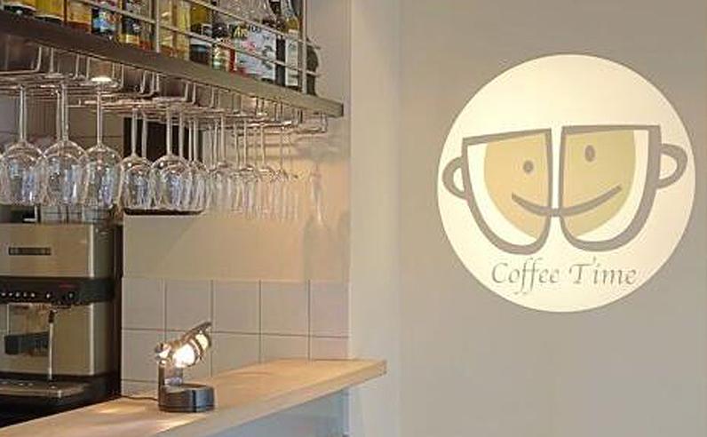 LEDプロジェクターロゴライト・ゴボライトの販売実績。設置イメージ「カフェ」