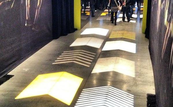 LEDプロジェクターロゴライト・ゴボライトの設置イメージイベント内通路