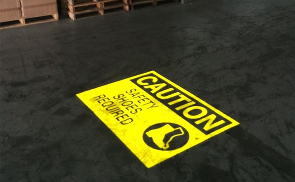 LEDプロジェクターロゴライト・ゴボライトの設置イメージ工場内の注意喚起