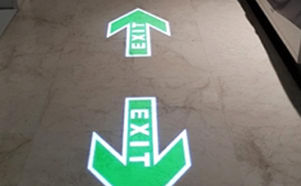 LEDプロジェクターロゴライト・ゴボライトの設置イメージ駐車場の案内灯