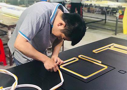 LEDネオン看板(ネオンサイン)2・ロゴデザインの製作