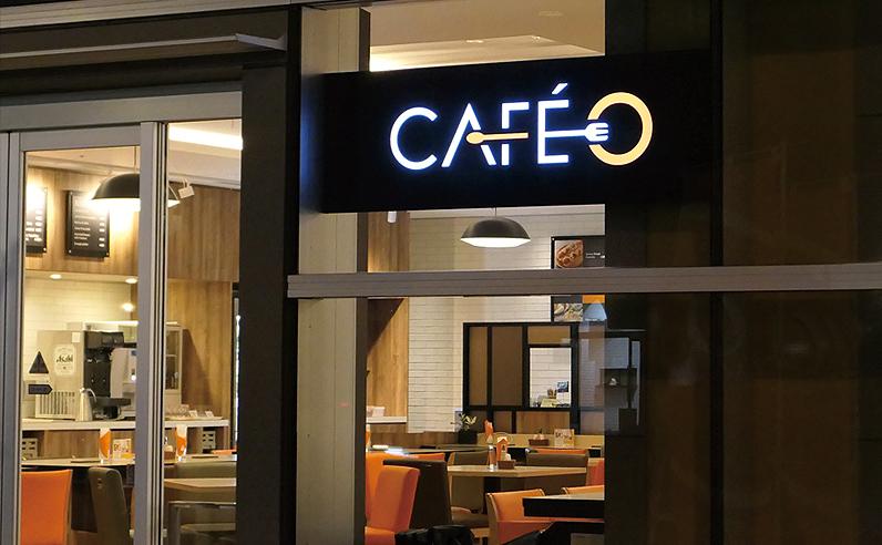 LEDパネルサイン看板の設置例「飲食店 壁面L型金物取付」で設置